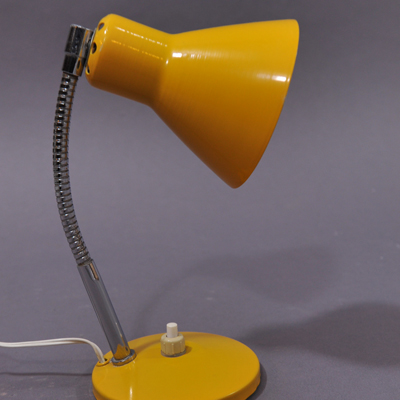 vignette Vintage yellow small table lamp