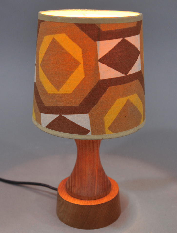 snake red table lamp