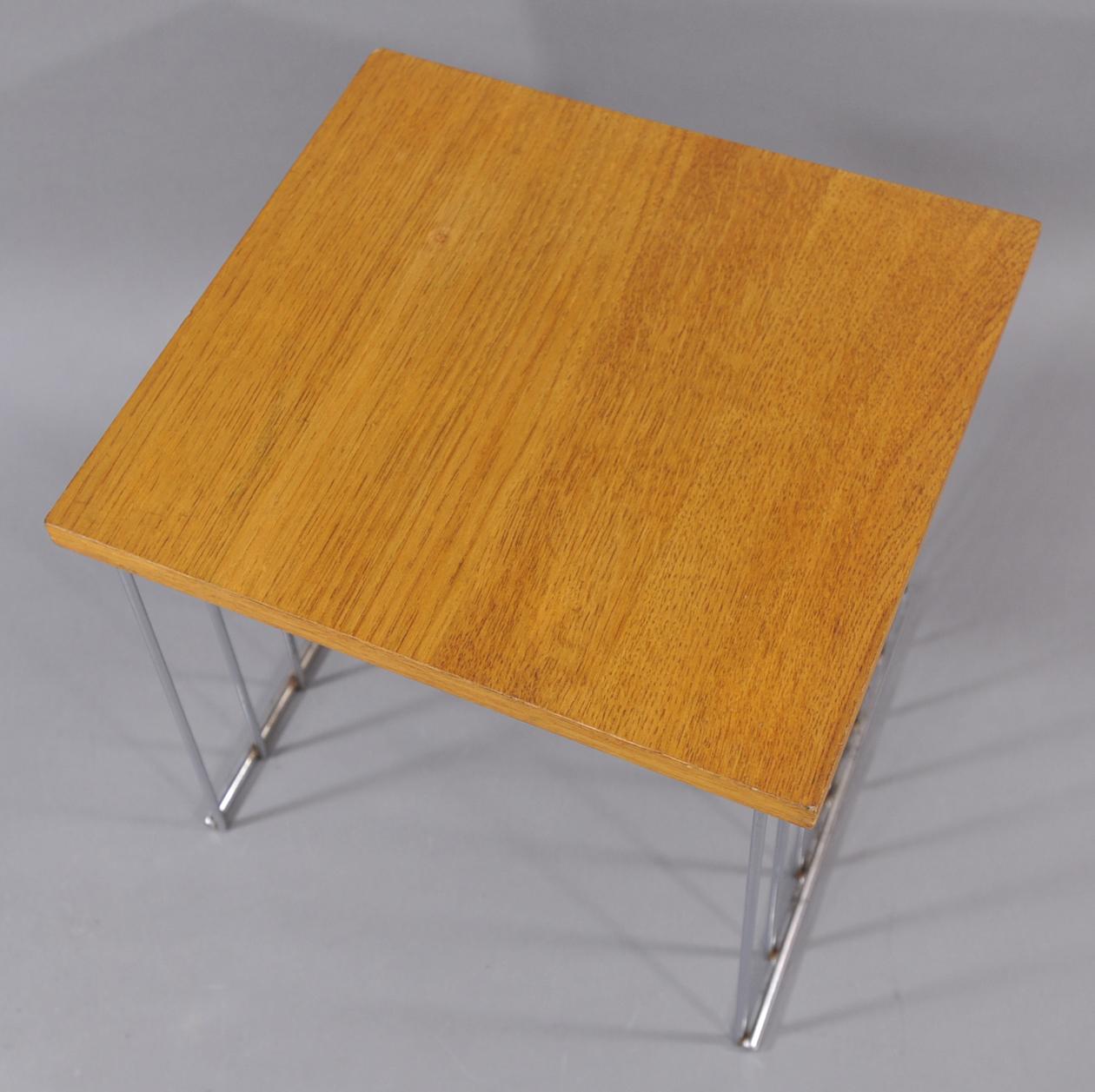 tabouret tulip type eero saarinen knoll modulolab. Black Bedroom Furniture Sets. Home Design Ideas